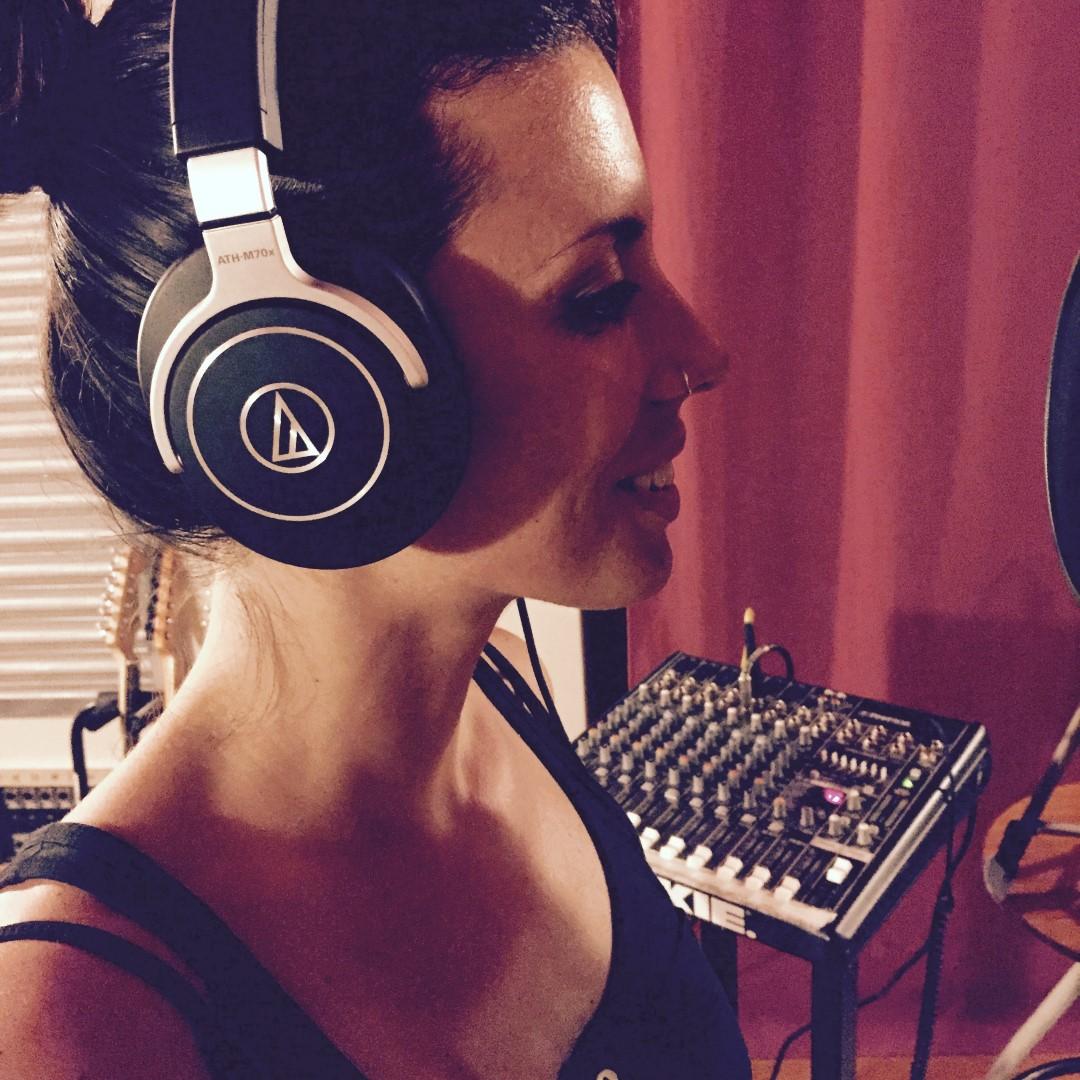 Giulia Stefani sings